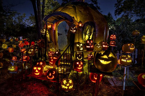 Jack-O-Lantern Spectacular at Roger Williams Park Zoo; Photo Credit Paul Cadieux